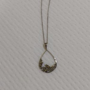"Sterling silver & marcasite pendant with 18"" chain"